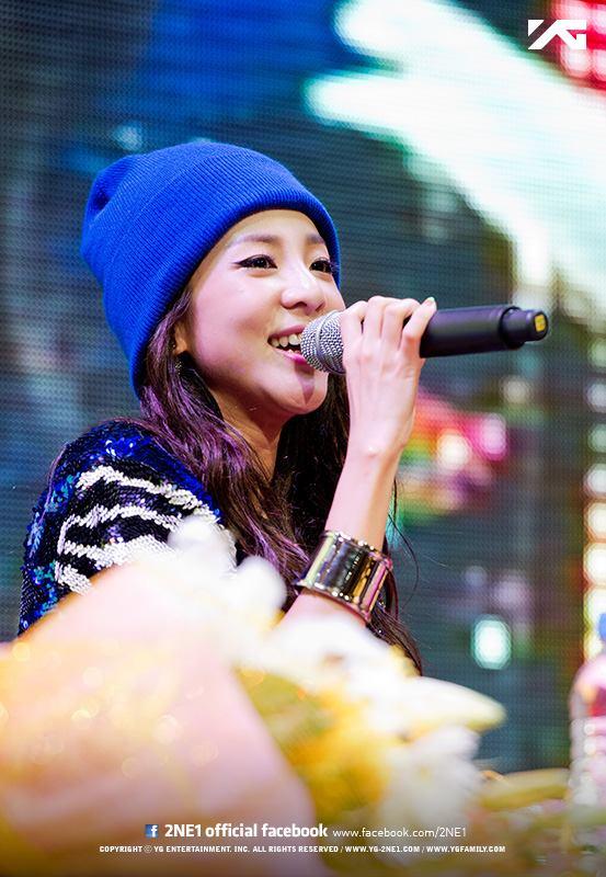 #15.2NE1-Dara (604) 許久未見2NE1的完全體,似乎也稍稍的影響了她們的人氣。CL 以429票位居第21名,Dara也從似乎票數稍稍滑落以第15名進榜。不過Dara最近演出電視劇,可愛的表現受到好評,也希望Dara 能夠順利進入8強囉!