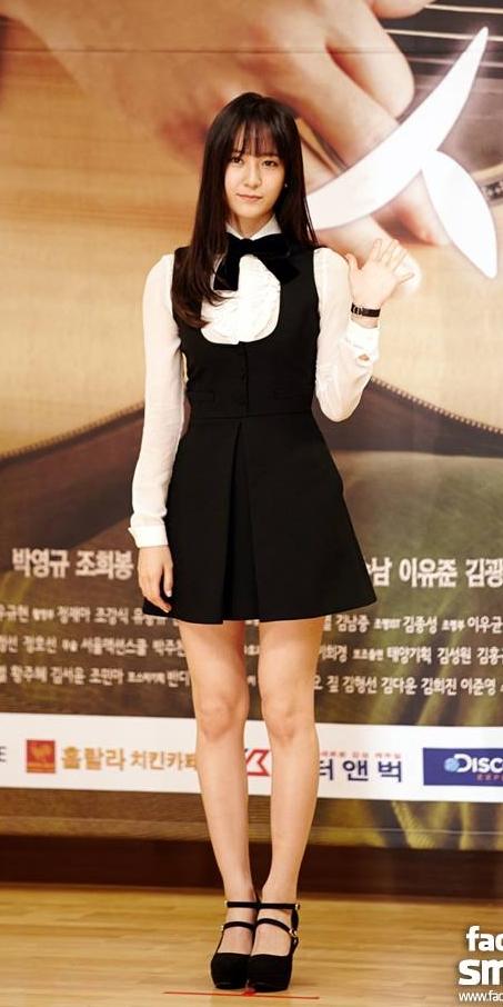 ✿ f(x) Krystal  Krystal 的本名是「鄭秀晶」,是 f(x) 的成員,近年來也接演多部偶像劇。
