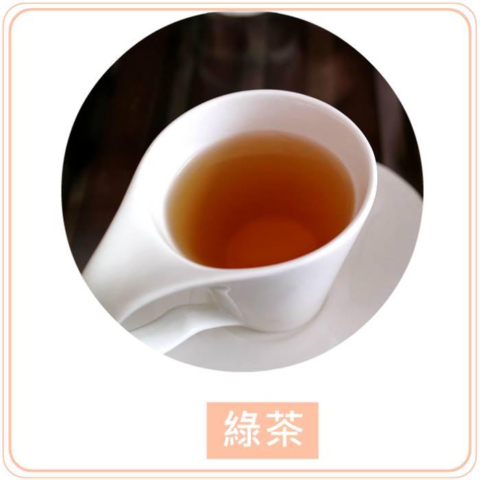 ▲無糖綠茶 說到減肥的飲料,怎麼可以忘記綠茶呢?綠茶含有綠茶多酚,能夠加速新陳代謝的運作,並且幫助燃燒體內多餘的脂肪。除此之外,綠茶也含有抗氧化劑,可以幫助抗老化喔!