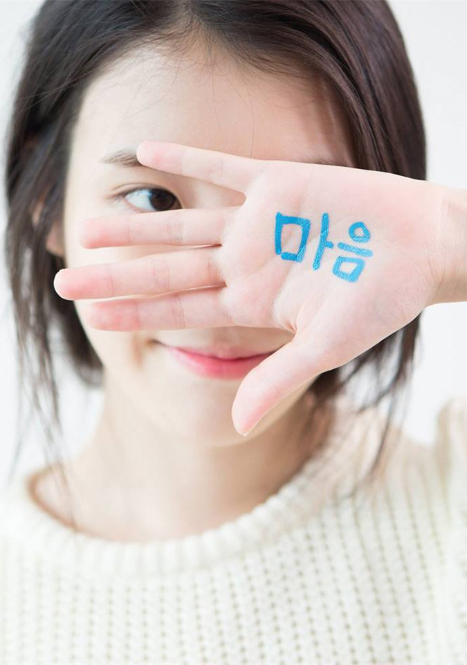 #7.IU = (1,067票) 雖然和上周名次相同,但比起上次的1,111票小幅下滑。兼顧音樂性和市場的作品,甚至還自己創作,雖然以一人女團來看是非常厲害的成績。但第7名的成績似乎和IU在韓國的人氣有些許的差異~粉絲快來啊!