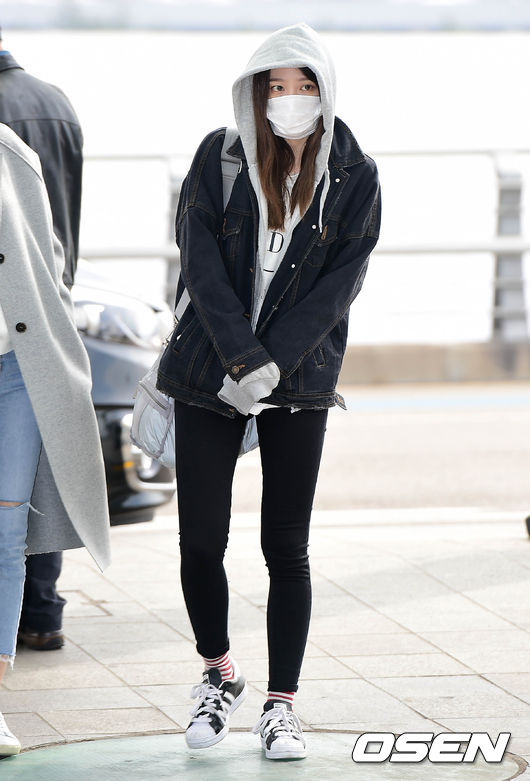 另外先前因為腸炎而修養了一段時間的哈妮,上回去香港時戴著口罩的樣子讓不少粉絲擔心了