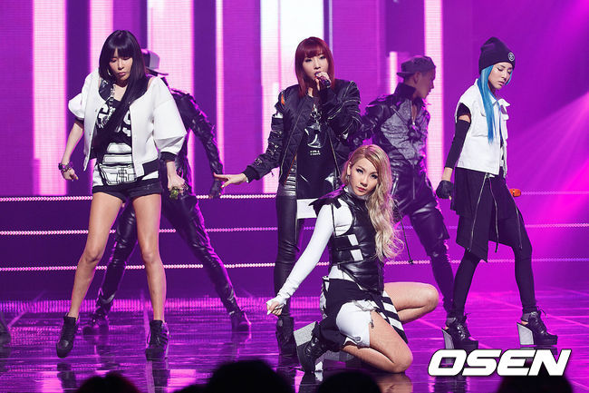 2NE1自從2014發行專輯《CRUSH》以後,已經超過2年沒有團體的音樂作品,而去年雖然有在MAMA典禮上驚喜合體,但對比海外的熱烈氣氛,韓國內部卻是氣氛冷颼颼