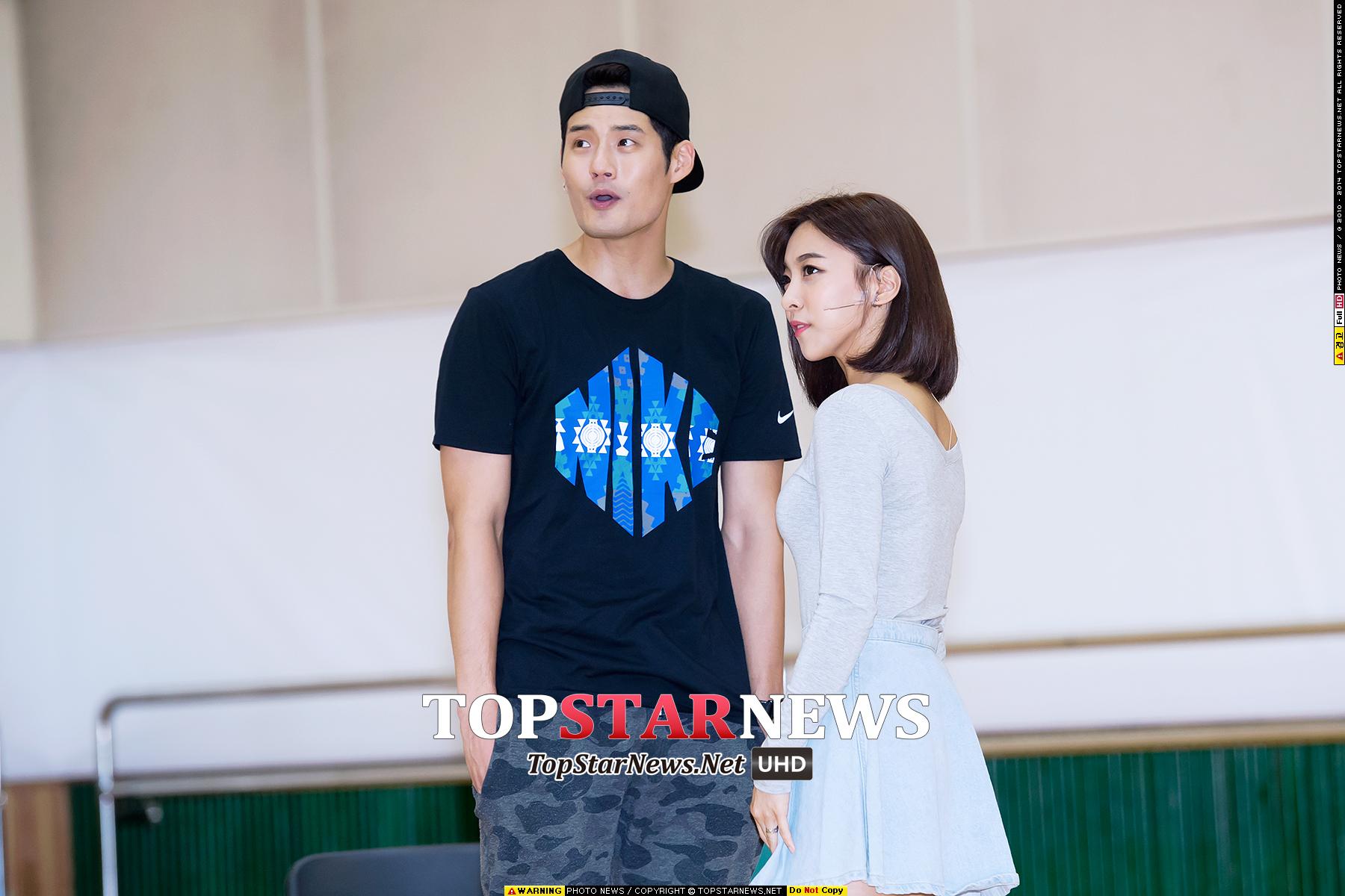 去年11月9日,Luna和音樂劇演員徐景秀也曾被爆通過合作的音樂劇《In the Heights》中配合默契,逐漸發展為戀人。