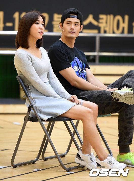 隨後SM發表聲明否認Luna的戀愛說~!表示「Luna和徐敬秀共同出演音樂劇,只是關係親近的同事關係」,徐敬秀方面也表示:「和Luna只是關係親近的兄妹關係,共同完成音樂劇作品的過程中,建立了親密的友情。」