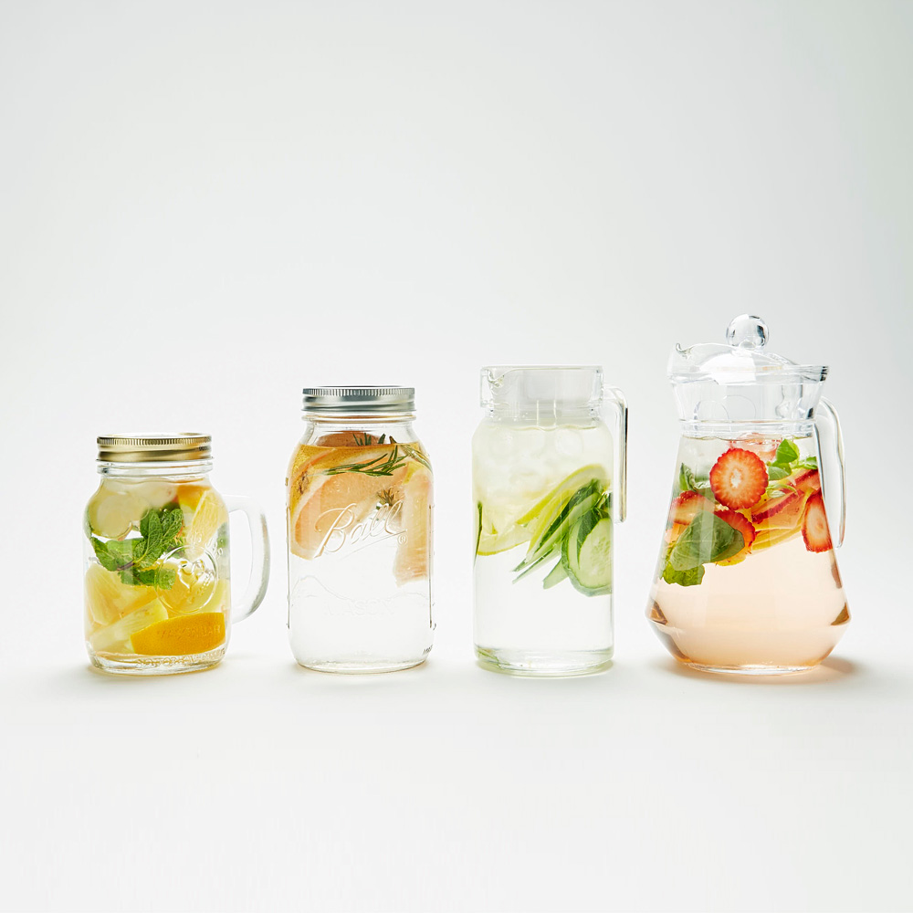 這樣的維他命水喝起來帶有淡淡的自然果香,尤其對不愛喝水的人特別有幫助。下面偽少女準備了4種排毒維他命水的做法,快來一起看看吧!