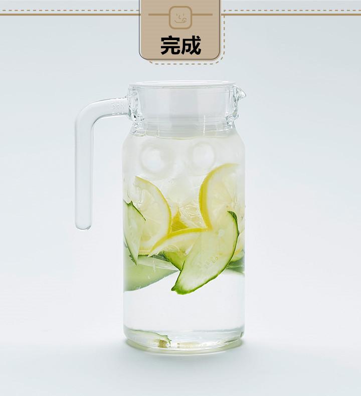 黃瓜利水利尿,對於人體循環系統有很大幫助,黃瓜香又剛好還可以中和檸檬的酸甜味。這個組合做成的維他命水最適合在夏季劇烈運動之後用於補水之用。