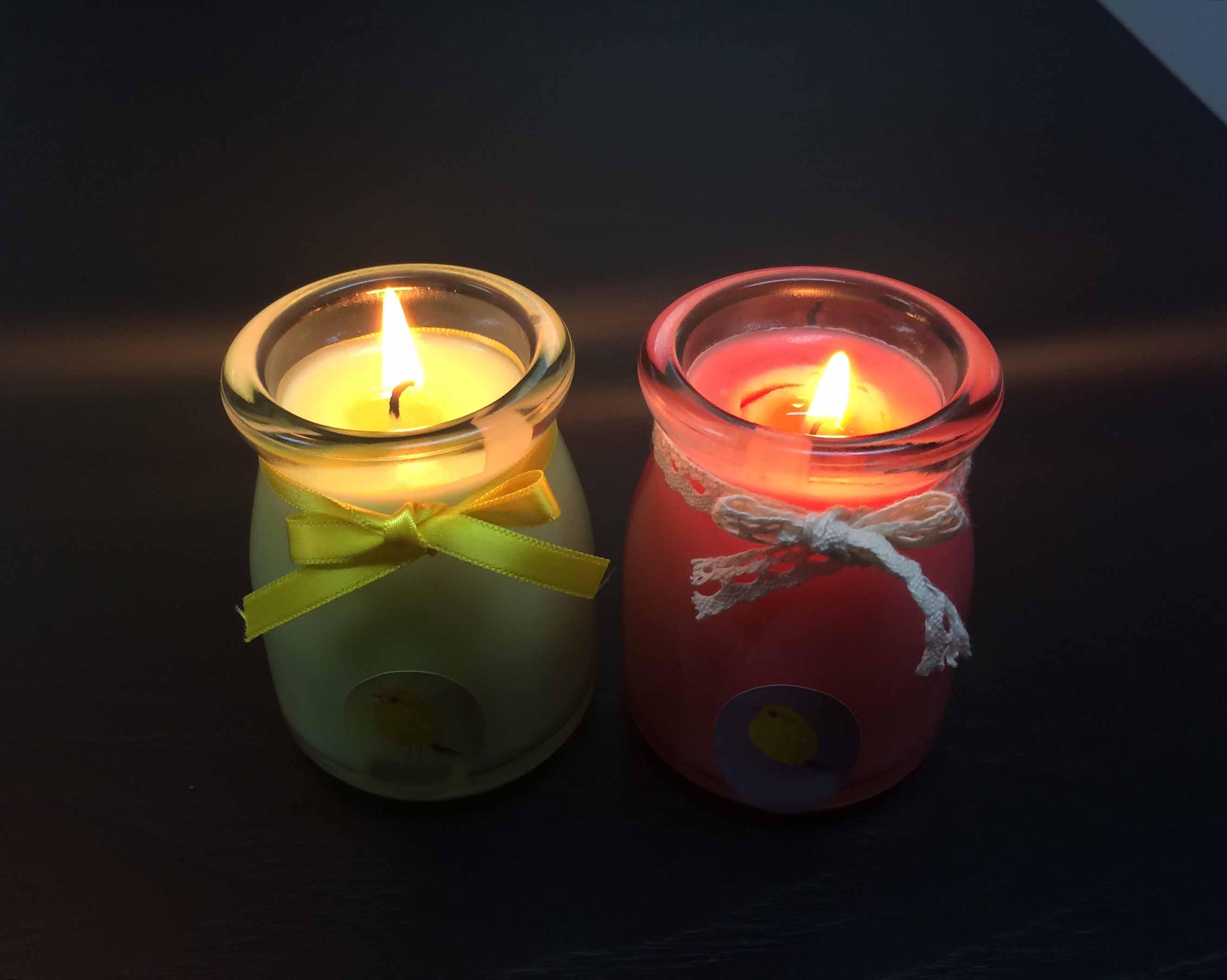 在睡前1、2個小時點一隻小小的蠟燭,,, 睡前再滅掉,既不用擔心火險 而且還有暗暗的幽香縈繞在房間內 有助睡眠的呢~