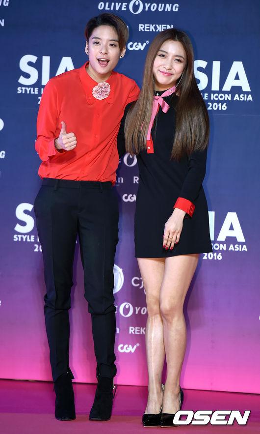 上回SIA(Style icon asia)明明是與時尚造型相關的獎項,Amber和Luna兩人的造型卻被說與時尚沾不上邊 。網友對Victoria的評語,似乎造型師要負很大的責任啊~