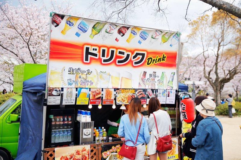 庭園中有一個區域就是有很多這種餐車,販賣各式各樣的小吃和飲品