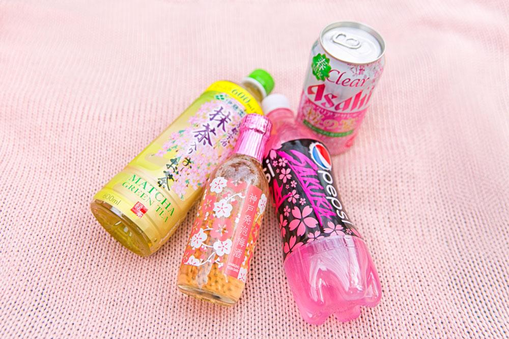 除了食物,還有很多很特別的飲料,不管是茶、汽水還是酒類都搭上櫻花季~包裝和口味都是粉嫩粉嫩♡