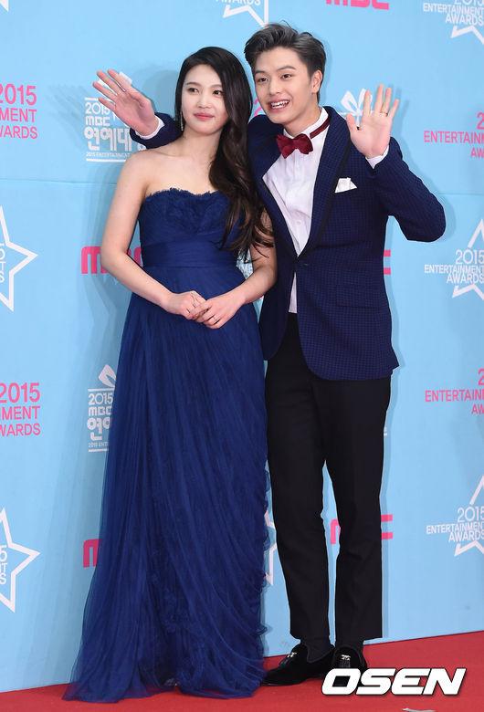 然而這幾天韓國網友們在論壇上,瘋狂討論「陸星材♥Joy牽手約會」一系列的照片,並指出照片中的兩人看起來十分登對♡