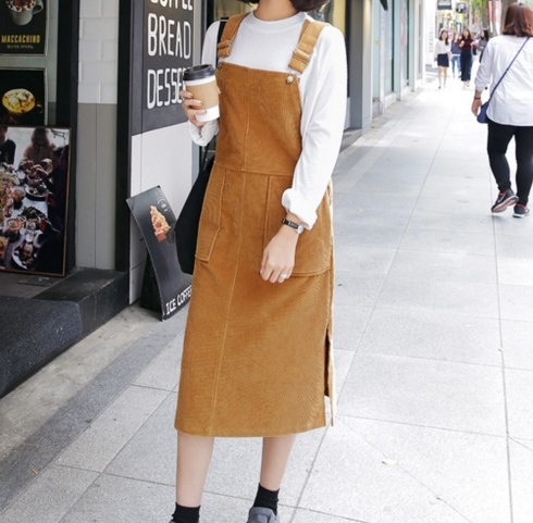 文青少女感的絨布裙, 駝色也是許多人喜歡的選擇唷