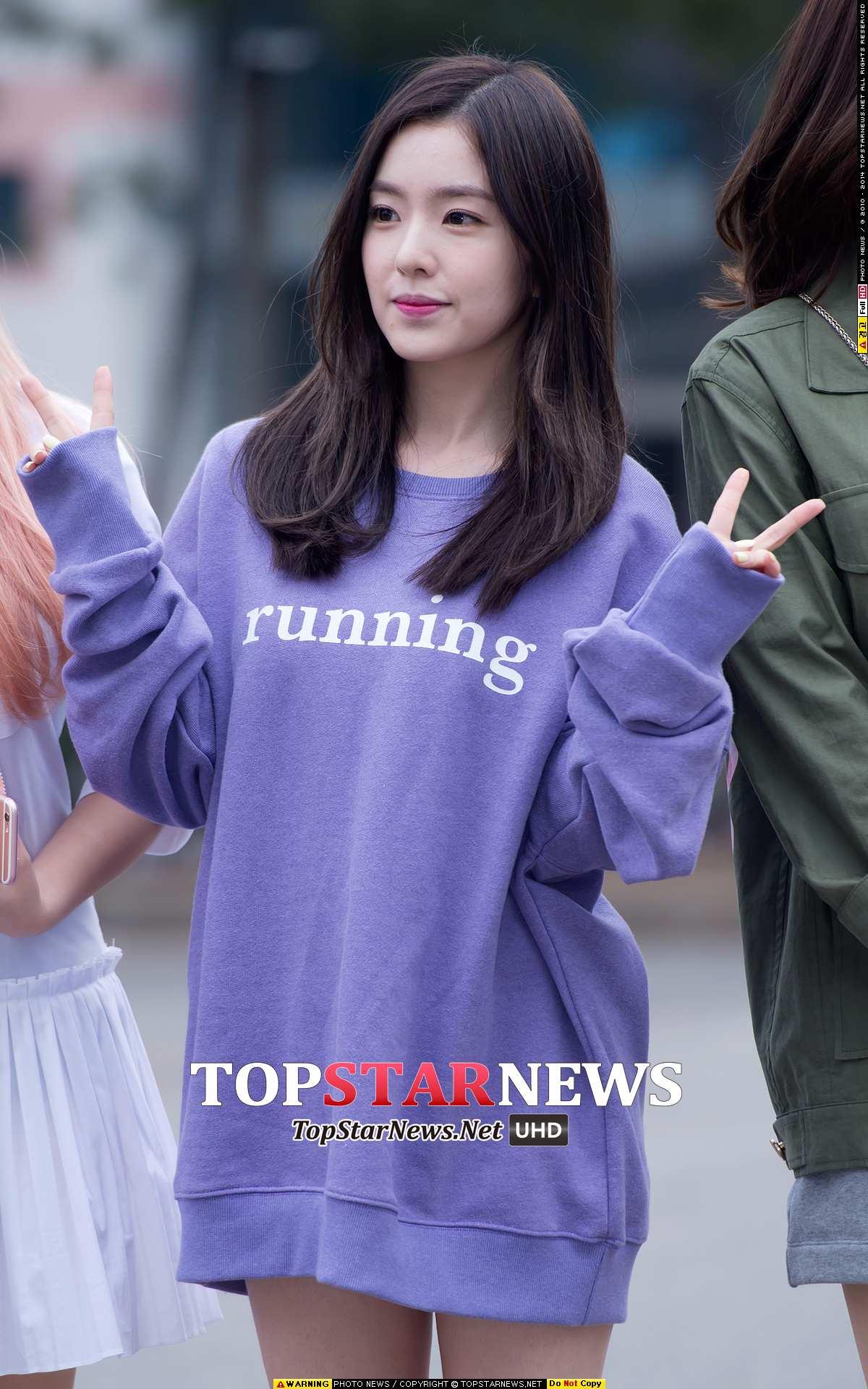 對啦~她就是Red Velvet的大姊:Irene,今年才24歲的她,不僅是團裡的隊長擔當,更是「媽媽」擔當。