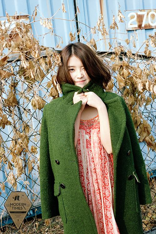 不少網友都是到了《好日子》時才發現IU驚人的歌聲,還有不輸偶像的美貌。能創作、能唱又漂亮,難怪從此之後IU在韓國人氣不停的攀升啊!