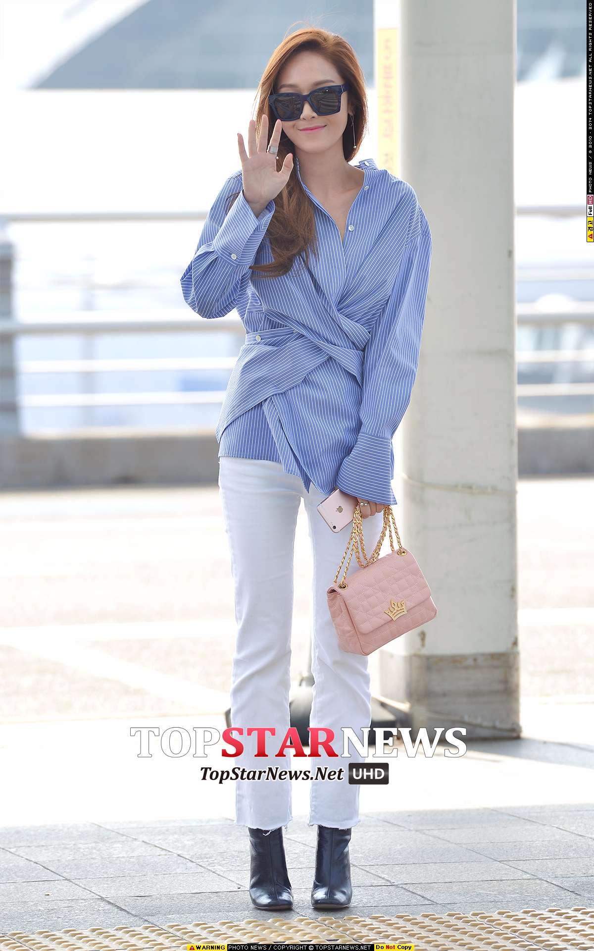 ◇Jessica 上衣 Brand:NICE CLAUP Price:約10萬韓元(台幣約3000元)