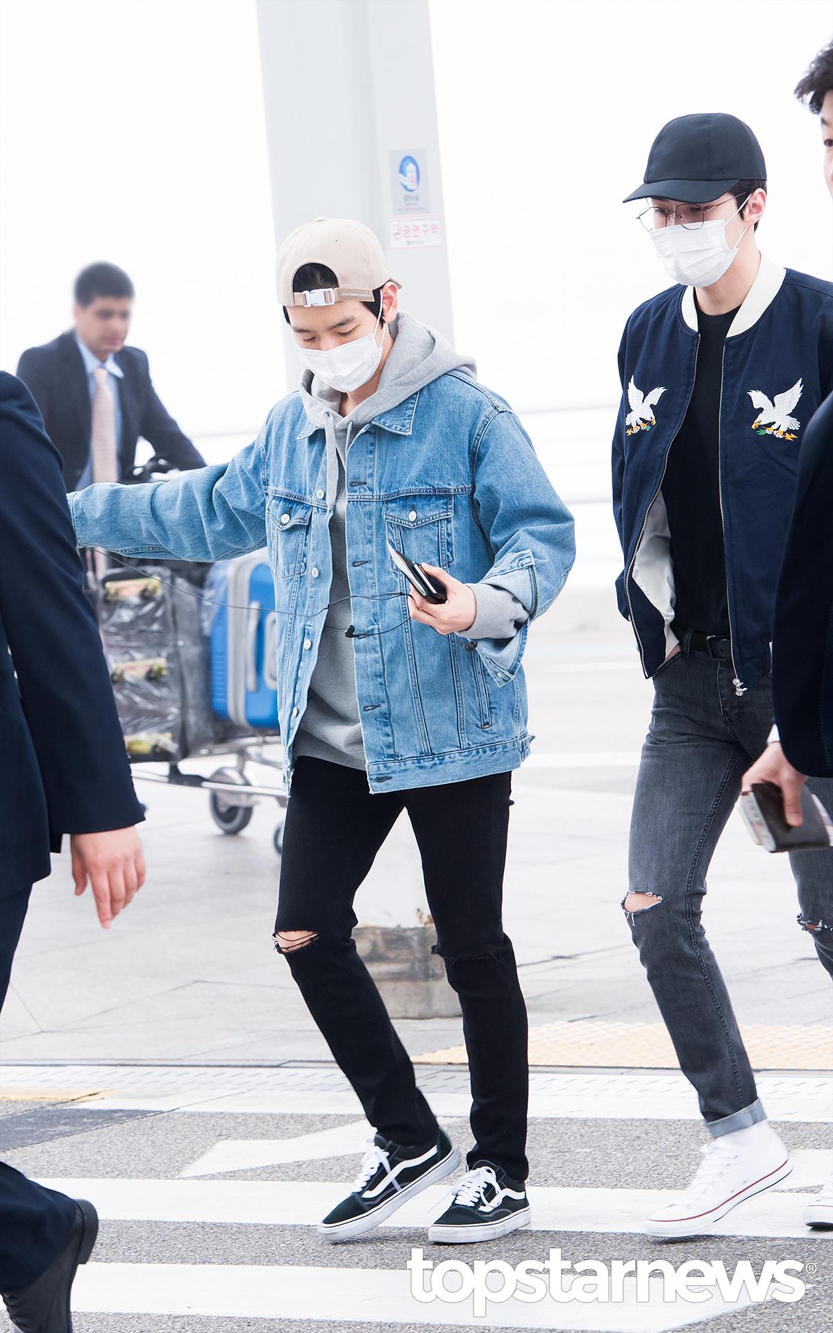▲ 牛仔外套 既然說到NCT了,就一起介紹一下師兄EXO們的牛仔外套示範吧!伯賢內搭帽踢的穿法,完全可愛啊~