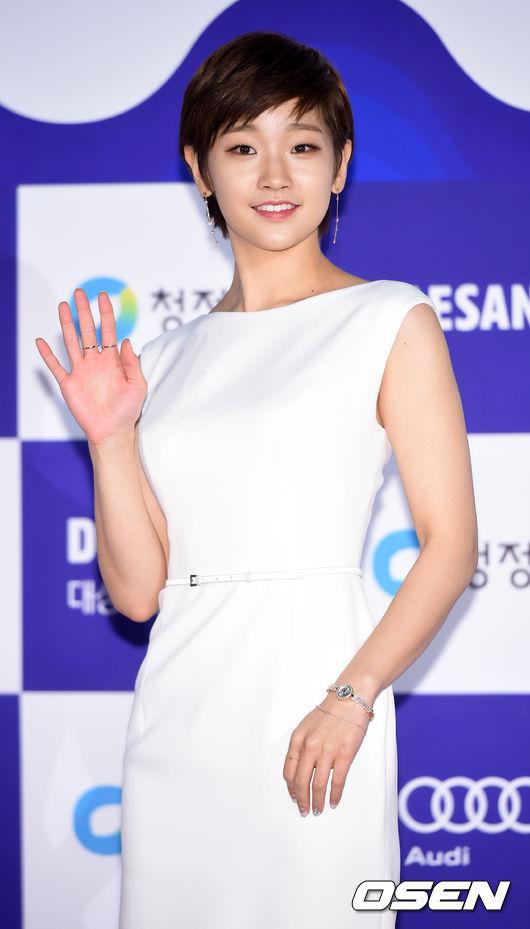 #6 朴素丹 2013年以電影《少女》正式出道,近期與SHINee珉豪合作演出《因為是第一次》,由於出色的演技表現被大眾所認識。