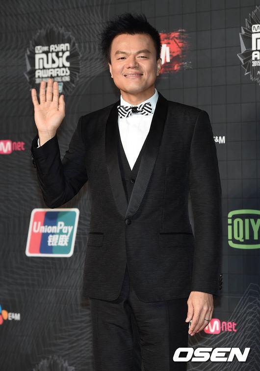 想必大家都聽說過JYP錯過了許多現在發展很不錯的偶像,最近在節目中JYP也說明了自己的想法,還爆料了自己和SM娛樂代表李秀滿之間的故事…