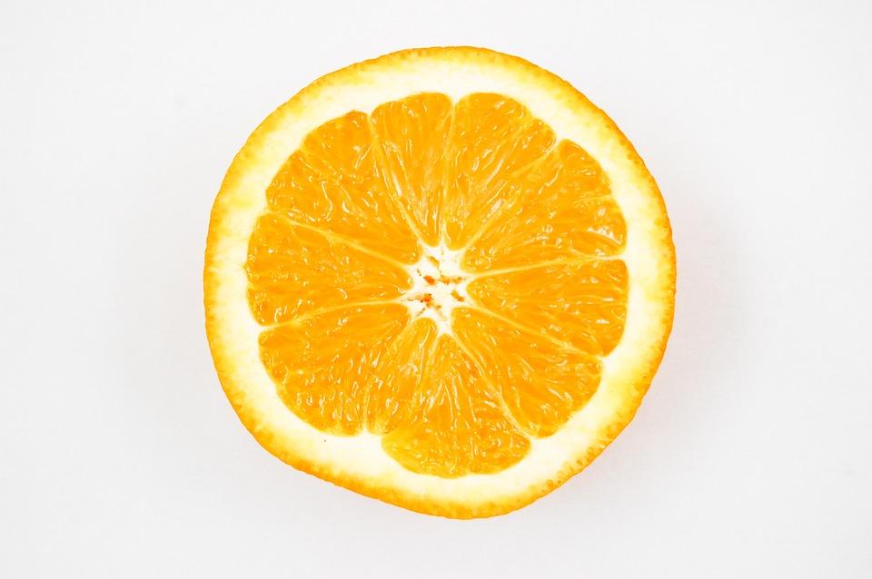 答案就是美白、減肥、排毒都很有幫助的檸檬!不覺得一聽到檸檬就覺得夏天來了嗎~~(灑花)