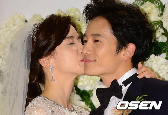 *地成(已正名)♥李寶英 *結識:2004年《最後的舞請與我一起》  兩人雖然因這部戲結識,但直到2007年才開始交往,2013年結婚