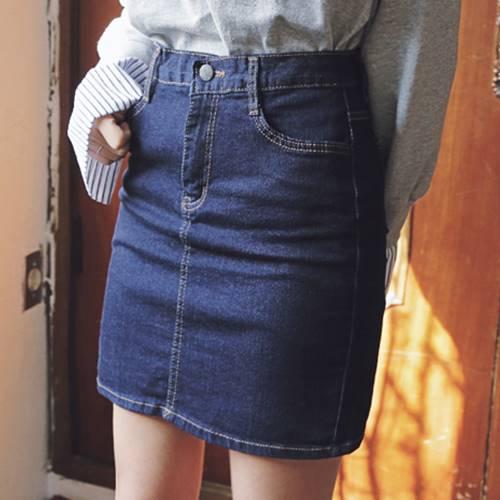 因為看起來不僅不退流行,抓好當季的流行重點,再配上合身的剪裁,簡單中又帶有不敗的時尚感!真的是摩登少女的心頭好啊~
