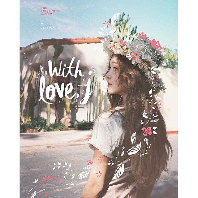 5/17發行個人新專輯《With Love, J》的Jessica,在專輯發行的前一天晚上透過Vapp直播功能與粉絲們進行交流