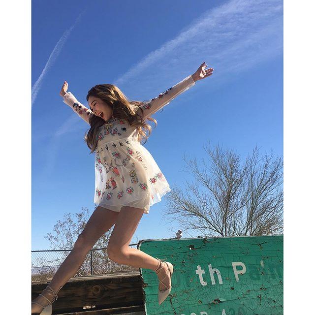 有多樣面貌的Jessica這麼努力一定可以像新歌名Fly一樣飛向屬於自己的天地!新專輯大家要多多支持唷!