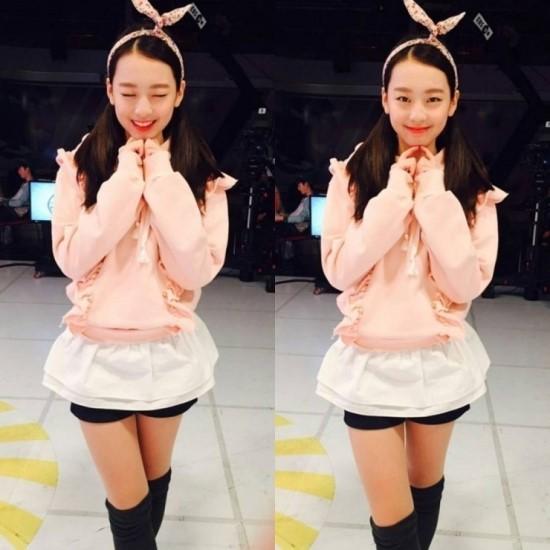 今天的主角叫做李秀敏(이수민音譯),2001年生的她,擁有超越自己年紀的美麗臉蛋♥