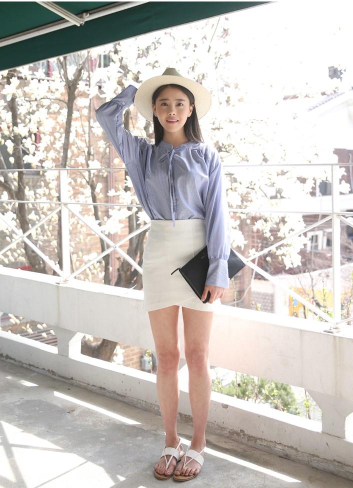 雖然斜擺裙有很多種,但像這樣的窄裙形式,比較不適合下半身胖胖的女生穿~若想要以這樣的造型搭配出小性感,襯衫、罩衫是最適合的!