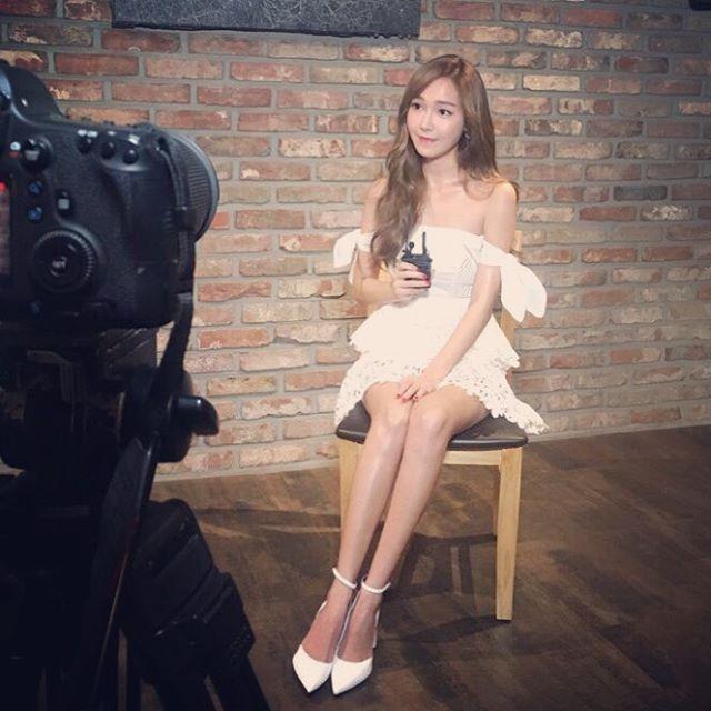 潔西卡日前接受電視台節目專訪時,就被問到是否有特別注意的新人女團呢?
