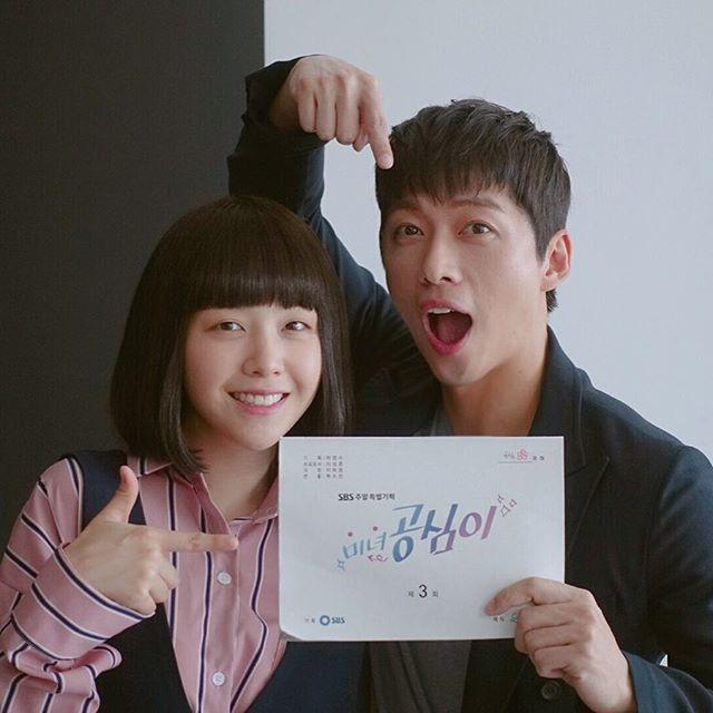 不過他最近和Girl's Day的珉雅搭檔演出SBS的浪漫愛情喜劇《美女孔心》,飾演古道熱腸又有點痞的律師安端泰 (珉雅為戲賭上視為生命的眼線)