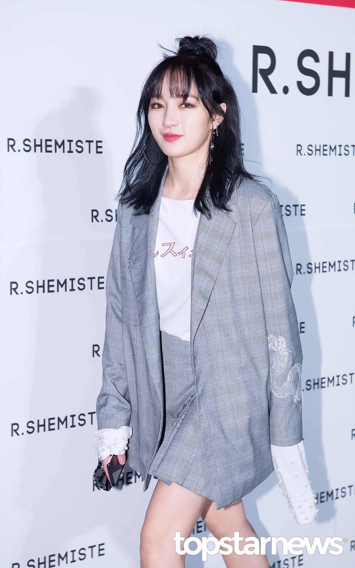 而今天一早JYP官方網站就發表出:「 Jia在5月20日和JYP娛樂的契約就終結了,我們會為和JYP一起渡過這麼長時間的Jia應援,希望她以後會發展的更好。」