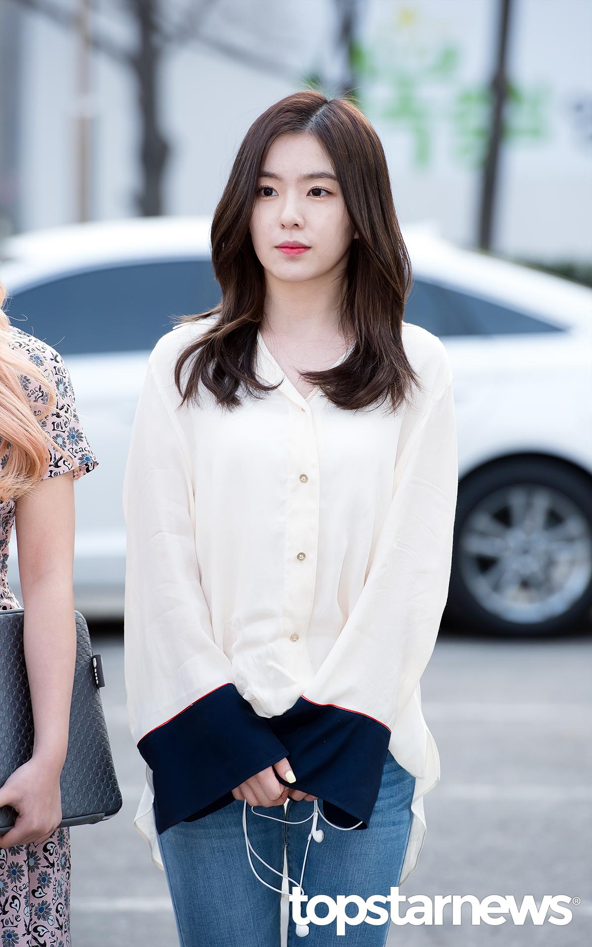 ♡ Red Velvet Irene  「Irene 的臉型很精緻,比例也非常好。」、「Irene 的眼睛屬於細長型,也是現在很多女生喜歡的感覺。」