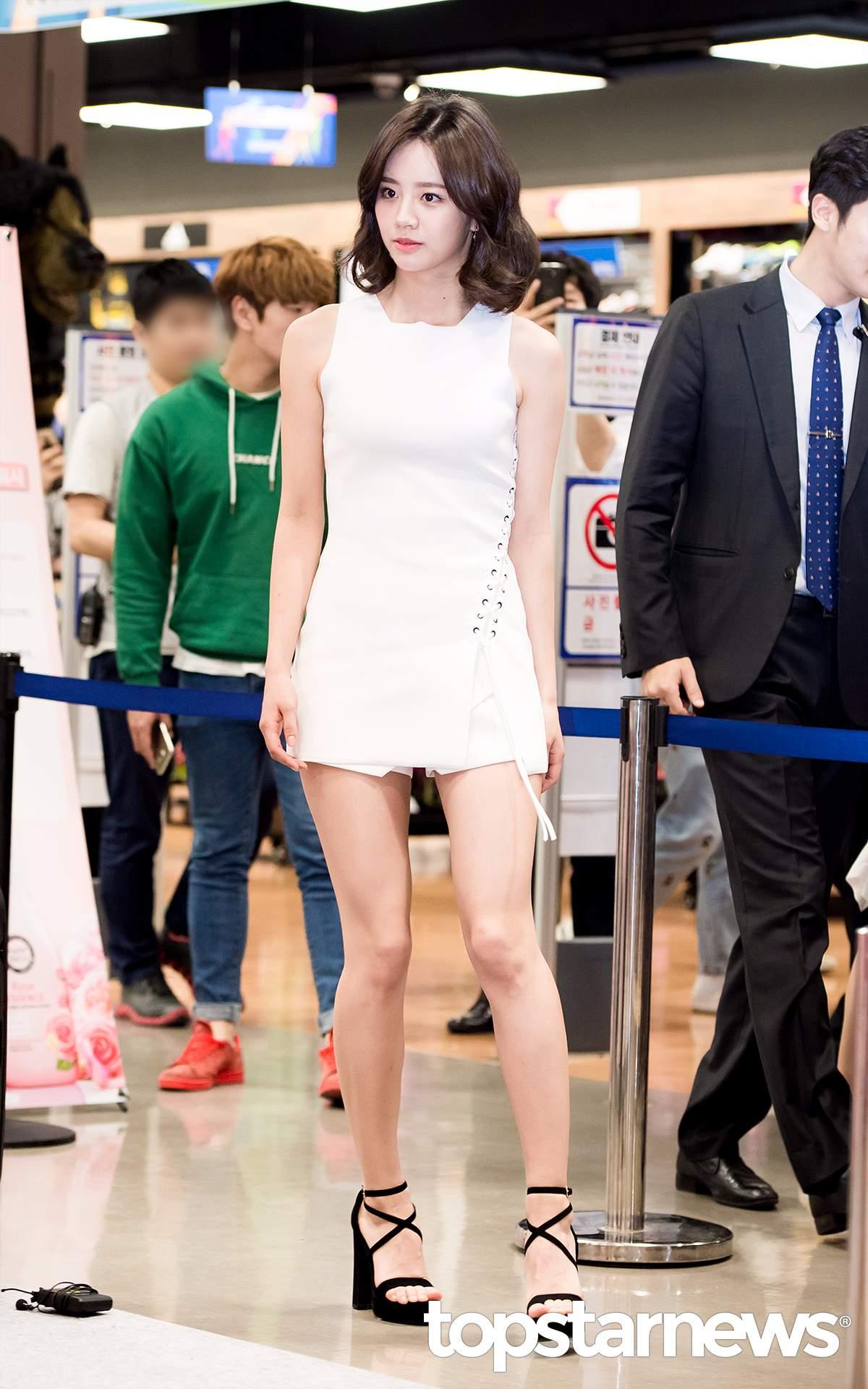這件差點引起大亂的超短洋裝,其實仔細看,下面是短褲啦~~