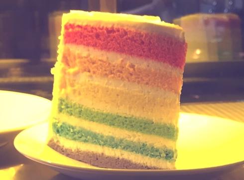 原本想試試的彩虹蛋糕竟然已經被預訂完了 !!!   (好想吃喔...)