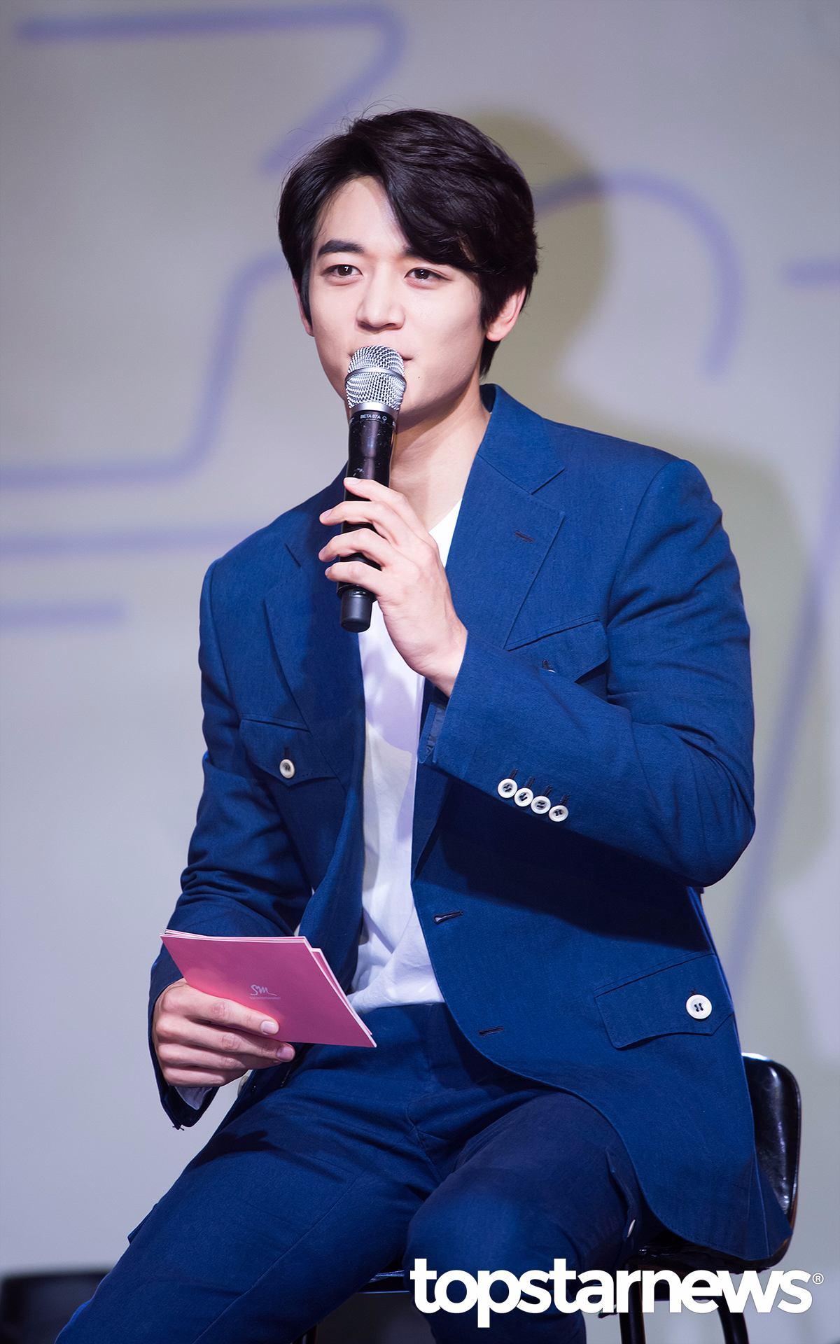 珉豪則是擔任showcast的主持人給予成員支持!