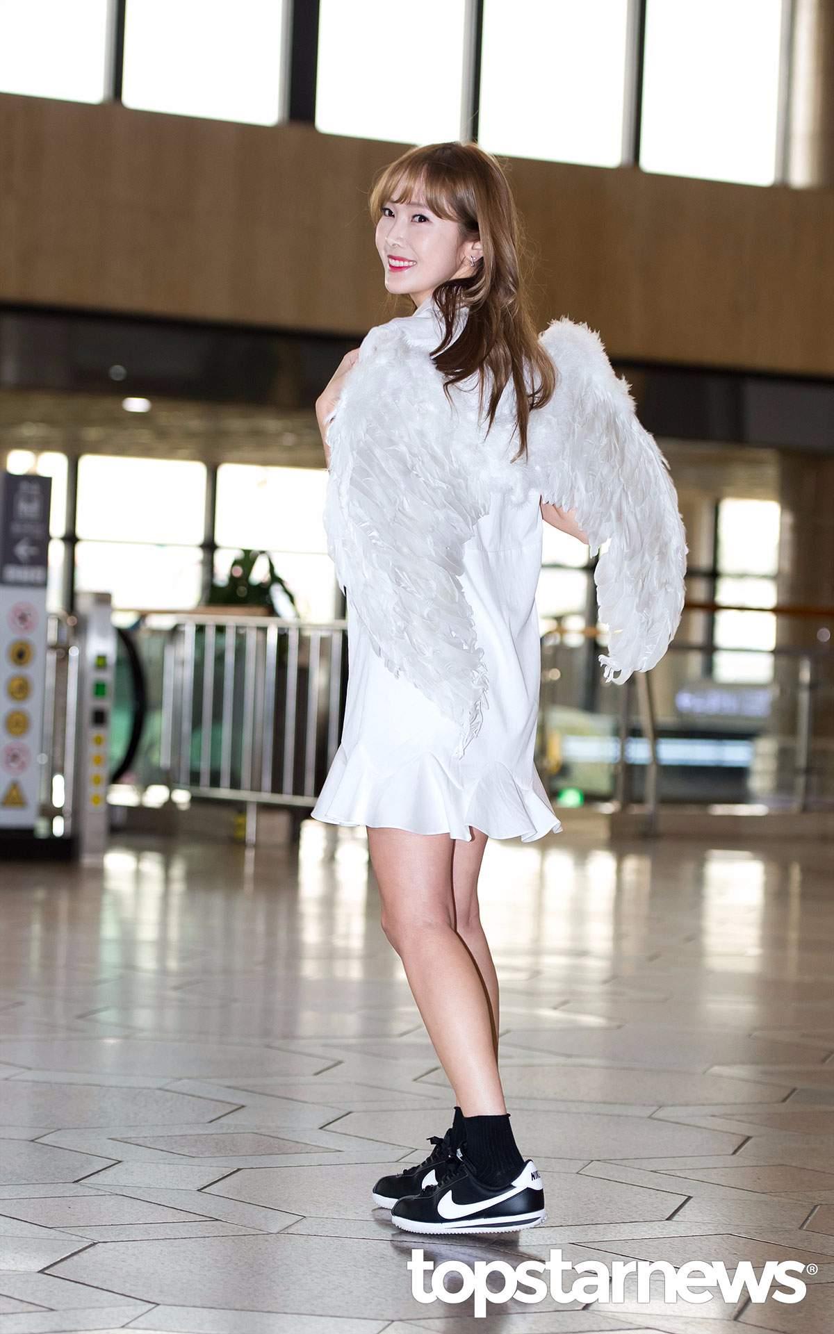 暖心的潔西卡曾為履行跟粉絲的音源一位約定,身著翅膀裝亮相機場,在採訪的當天還特別感謝了支持自己的粉絲。