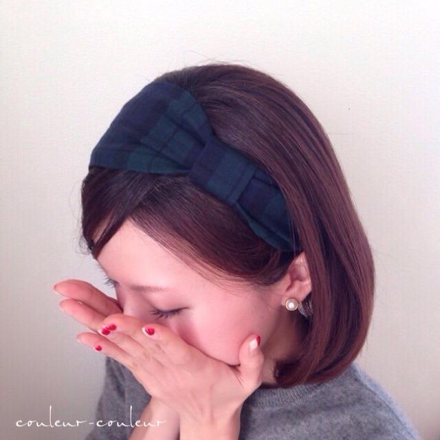 不想要太華麗,卻又想給人你髮型的重點感? 那麼一定要試試這個簡單卻又能帶出女性感覺的重點髮飾!