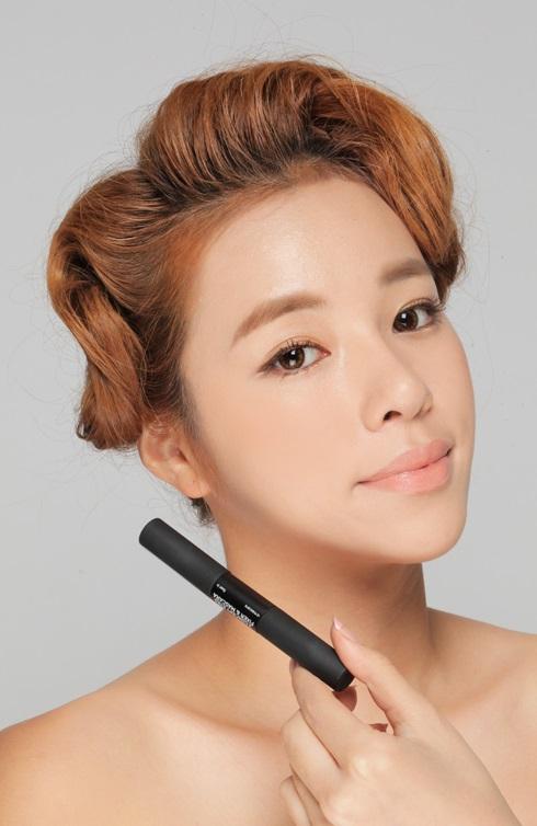 睫毛膏-勿疊太多層睫毛膏 如果擦太多層睫毛膏,睫毛重量增加,那麼就比較容易會往下塌。