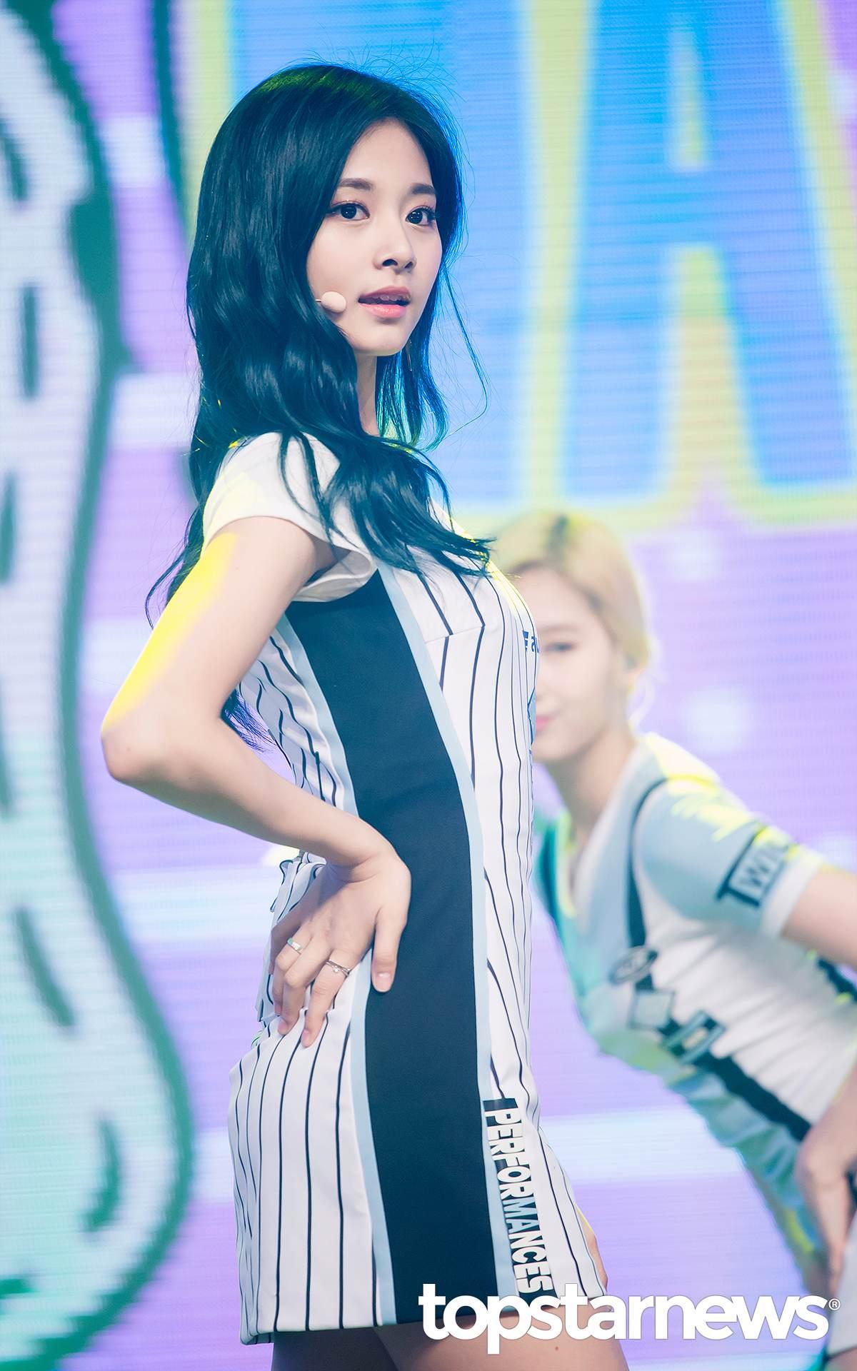 像是前陣子韓國網友讚美子瑜的外貌,稱讚子瑜根本擁有了「國寶級的外貌」!