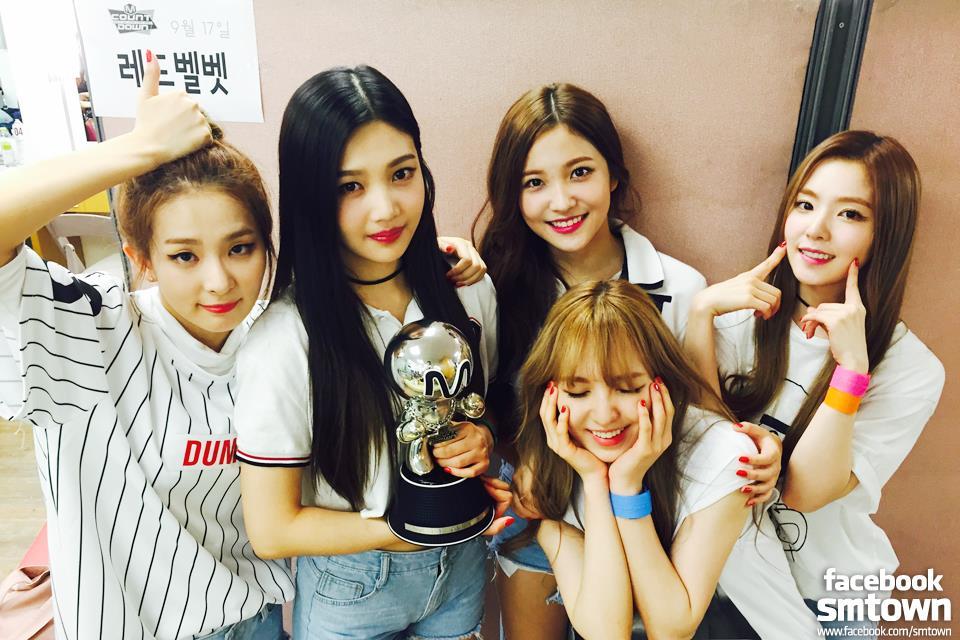Red Velvet 7月 同一組Mamamoo之友就是Red Velvet啦!上一回帶著專輯《the velvet》回歸,雖然專輯成績亮眼,但音源卻差強人意。因也也讓不少人臆測,這次回歸說不定會走回《dumb dumb》和《ice cream cake》時輕快又獨特的風格呢!