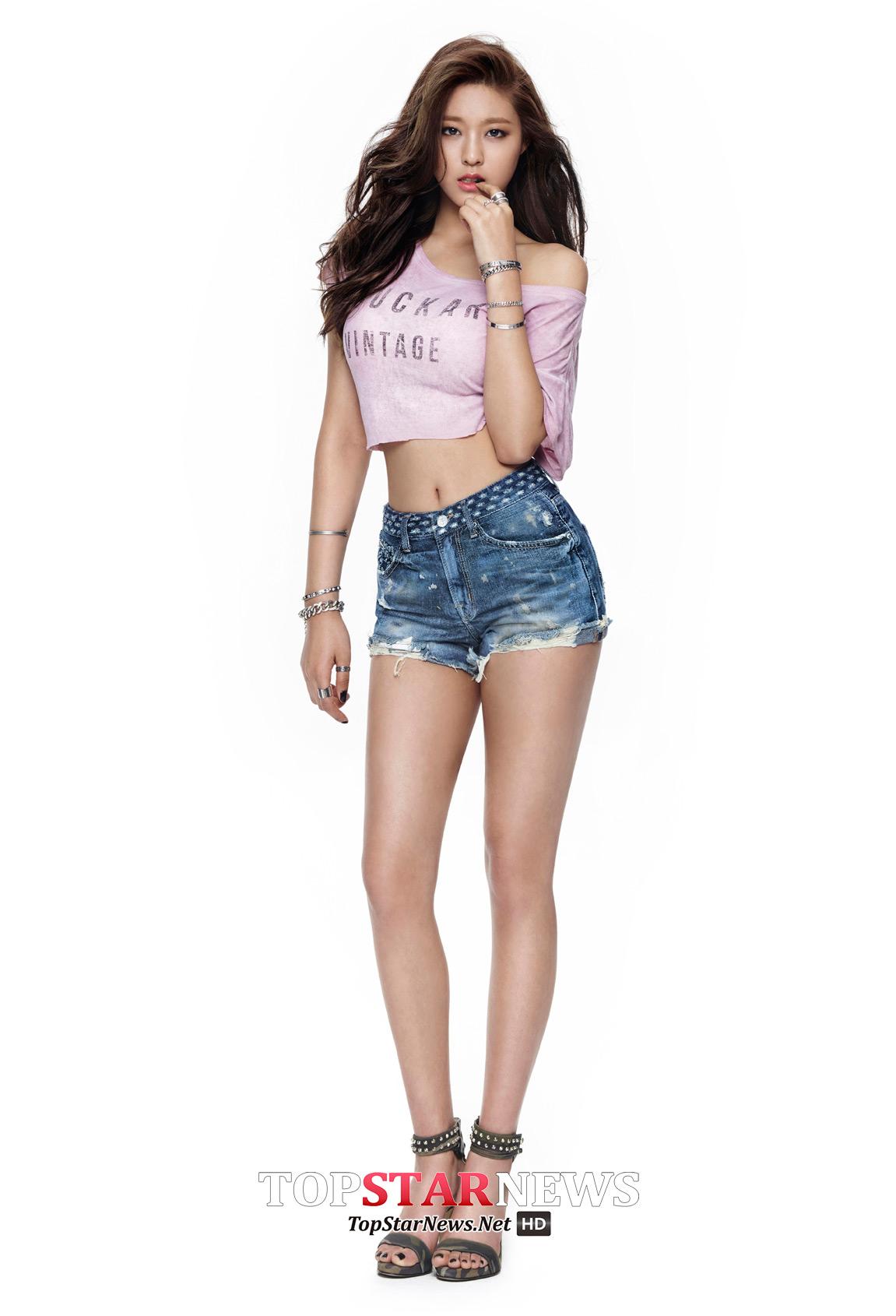 之前拍攝牛仔褲廣告的時候也是有一系列露出纖細小蠻腰的概念照~