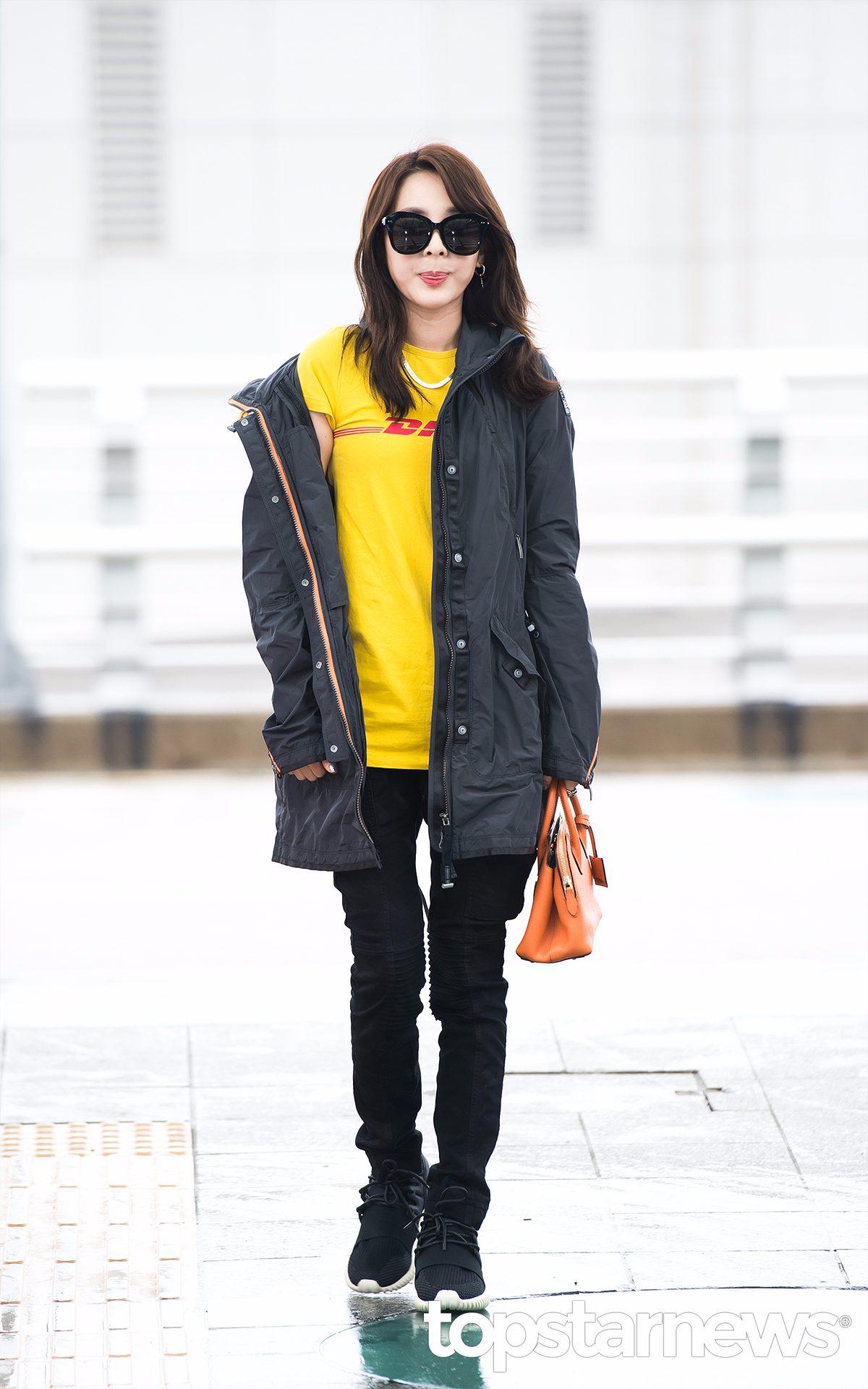 2NE1 - Dara 超級童顏的Dar穿上運動鞋是不是有大學生的錯覺!
