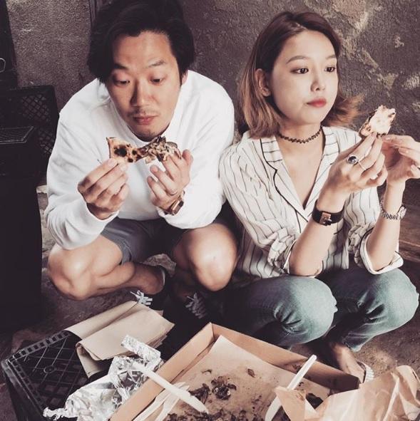 #大口吃東西 韓國男生很喜歡女生大口吃東西,當然不能吃得全身都是XDD但就是把食物吃得好像很美味的樣子他們可是覺得超可愛的呢!