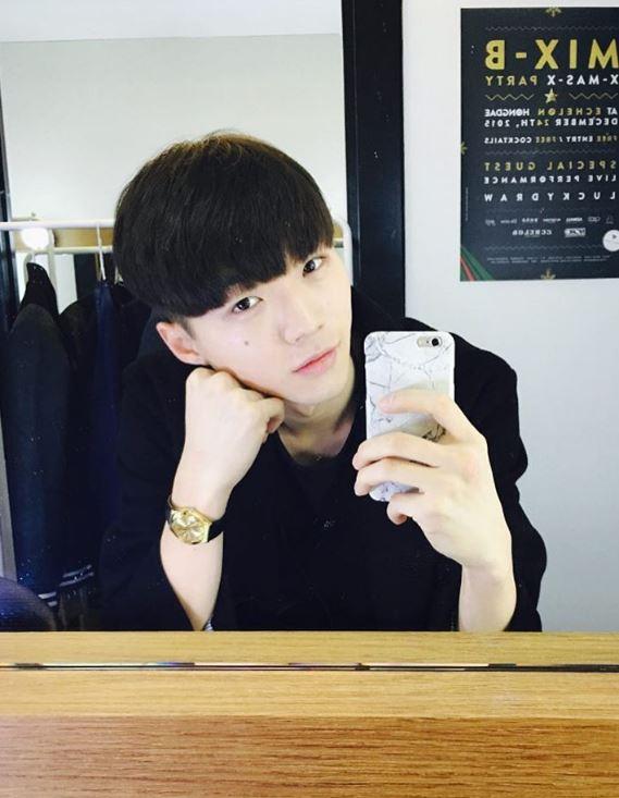 有瀏海的他是不是又變得很可愛啊?韓國網友還說~這樣看有點像SEVENTEEN的Woozi,大家覺得有像嗎?
