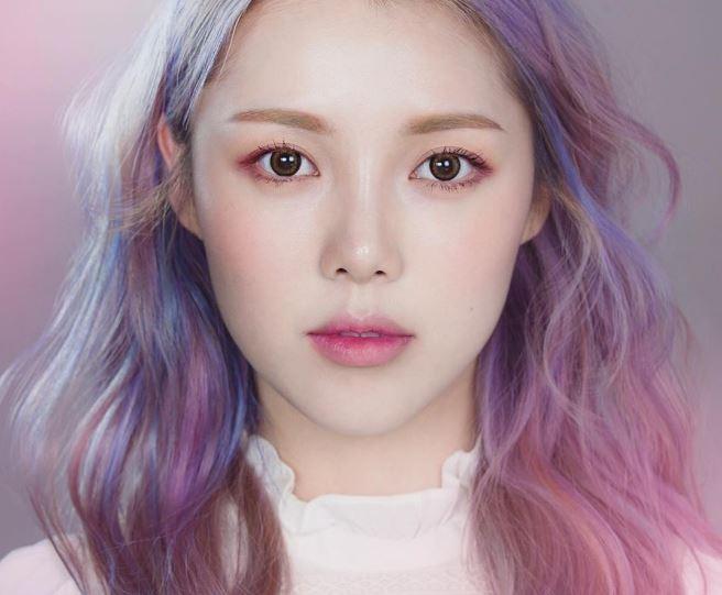 大家也趕快下載Makeup Plus來玩吧~懶得化妝又想要自拍的時候真的非常實用喔!