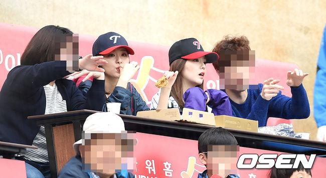加上因為一個疑似Irene採訪選手的畫面,讓網友製作了剛才的假SBS體育女主播-裴柱現的個人簡歷(笑)因而造成論壇上的話題XD