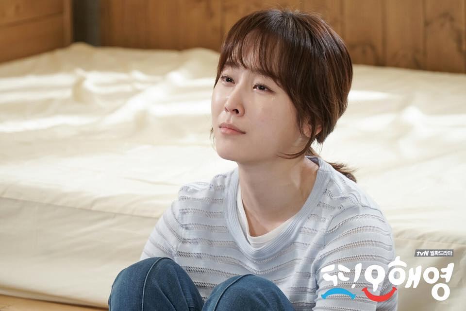 而且更讓觀眾害怕以悲劇收尾的原因,是因為甚至連tvN的官方IG也推出這張照片說「她的眼淚沒有止住的一天」,更是讓觀眾還沒有看到Ending 就覺得抖到不行,更害怕真的會應驗了先前網友預測的「以悲劇結尾」的走向