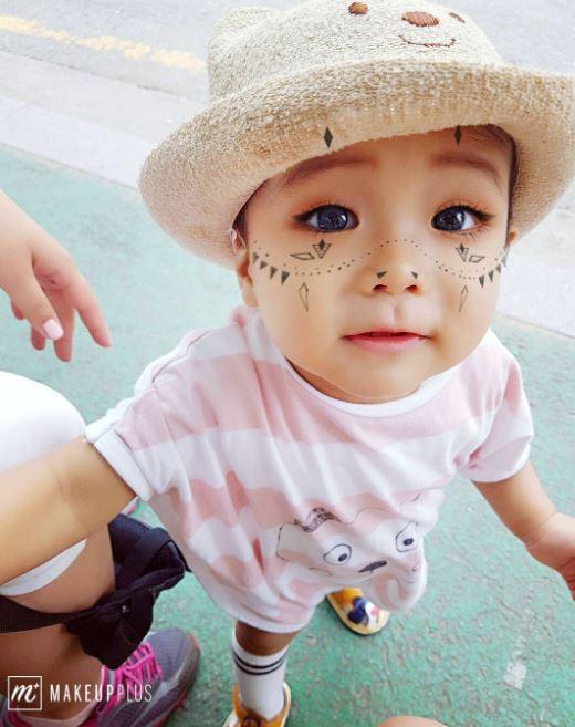 連小BABY也可以這麼妖豔~實在是太可愛了啦!