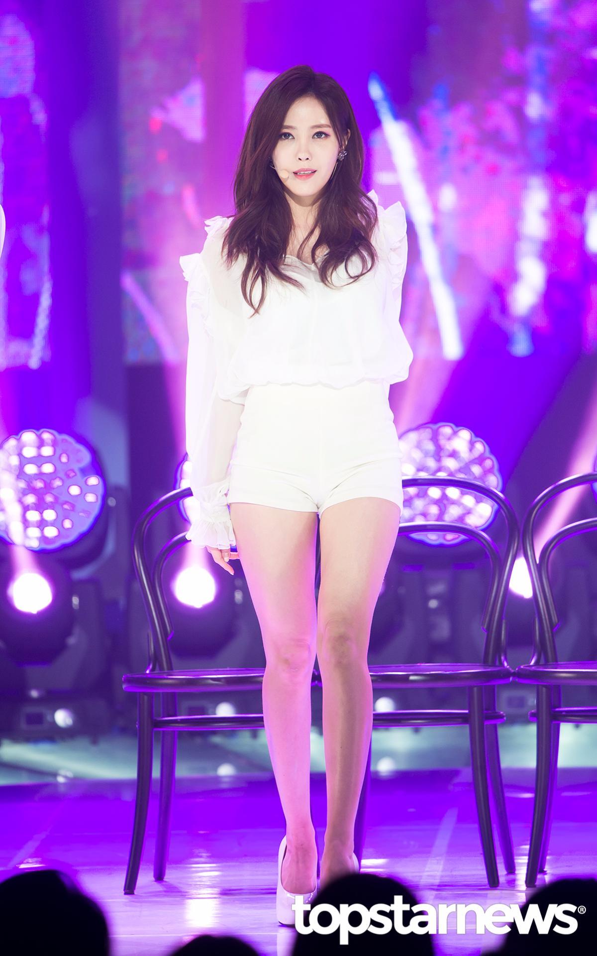 ◆T-ara—孝敏 緊身熱褲以及一絲贅肉都沒有的腿部線條....這簡直就是完美腿型..